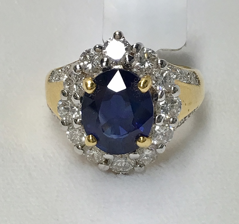 3.79 CARAT NATURAL SAPPHIRE IN AN 18K RING