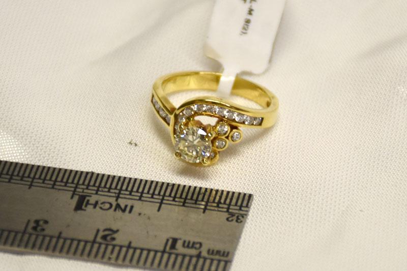ALMOST 1CT TW 18K YELLOW GOLD DIAMOND RING