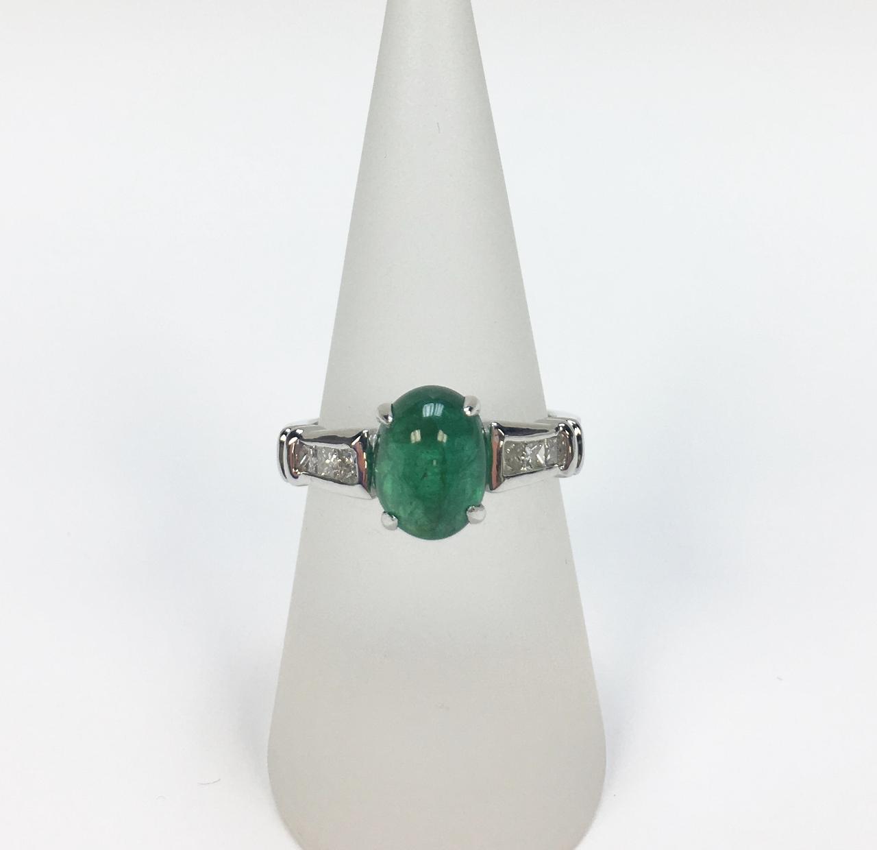 2.65 Carats Cabochon Emerald Diamond Ring
