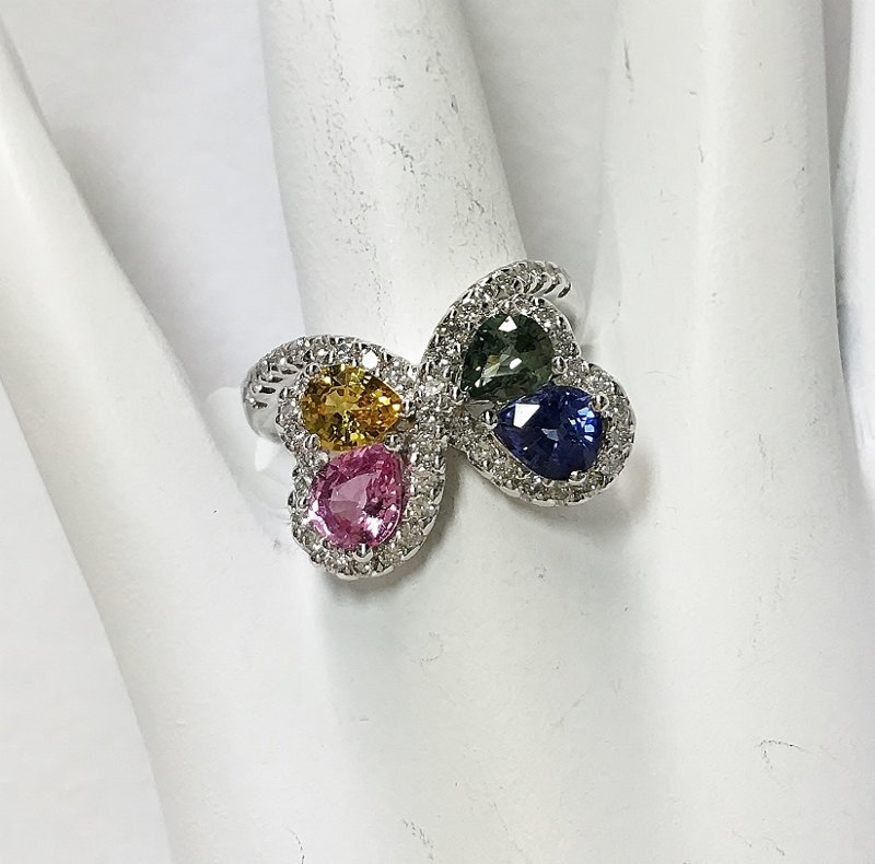 CAPTIVATING 18K WHITE GOLD MULTI-COLOR SAPPHIRE AND DIAMOND RING