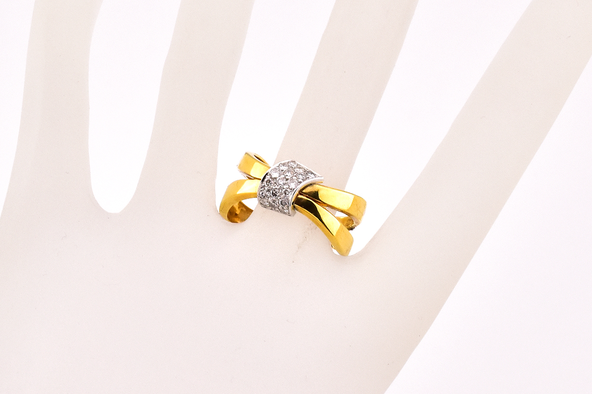 Luxuriant 18K Yellow Gold Diamond Ring