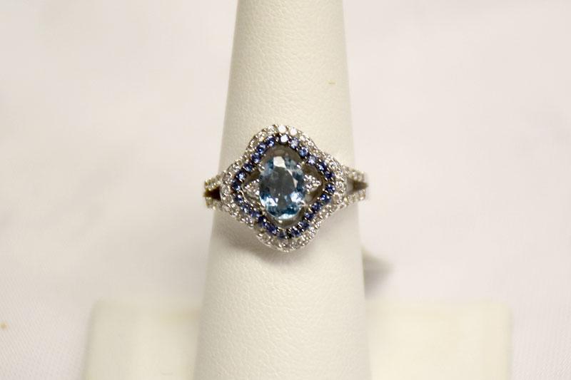 Graceful 18K White Gold Aquamarine Ring