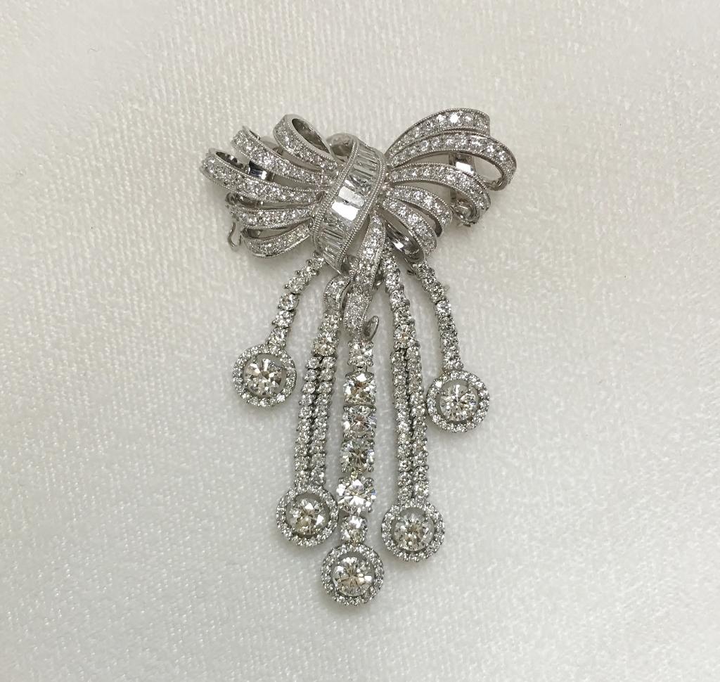 Beautiful 18K White Gold Diamond Dangling Brooch