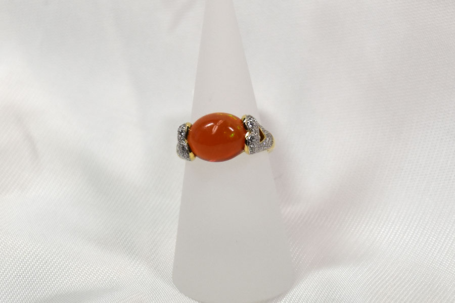 An Unique Lady's 18K Yellow Gold Fire Opal Ring