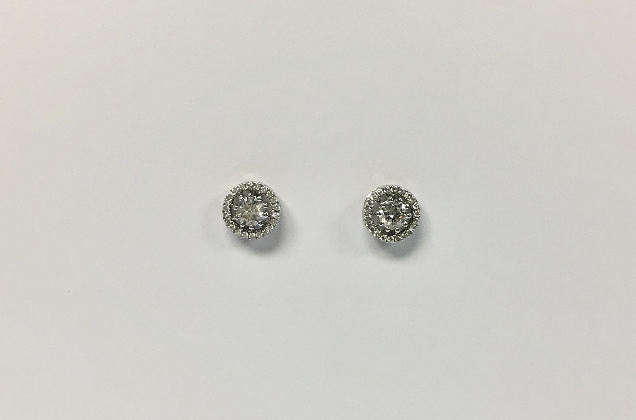 Extravagant 18K White Gold Diamond Earrings