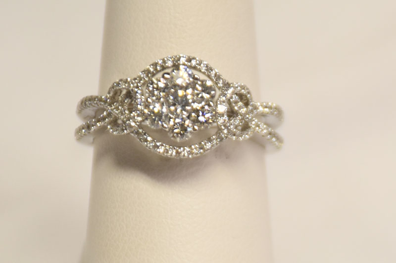 Intricate 18K White Gold Diamond Ring