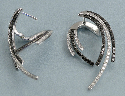 Amazing 18K White Gold Diamond Earrings