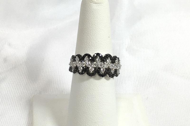 Elegant 18K White Gold Black & White Diamond Ring