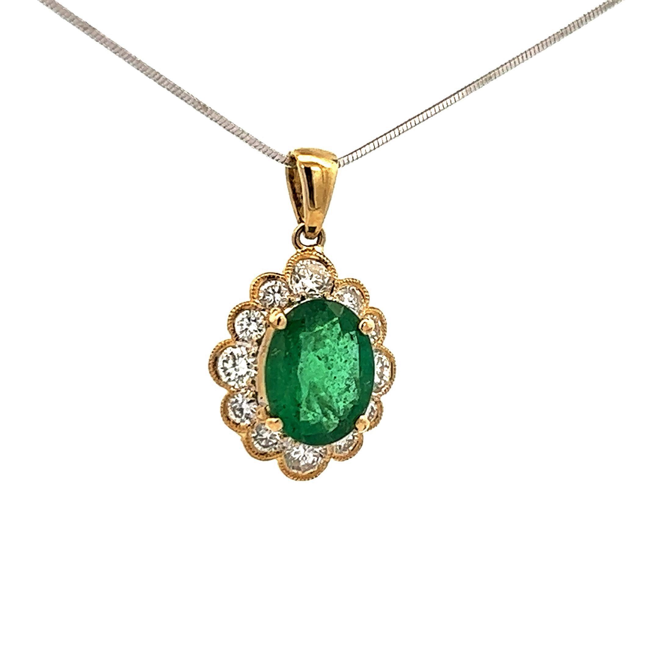 18K Yellow Gold 3 Carats Peridot & Diamond Pendant