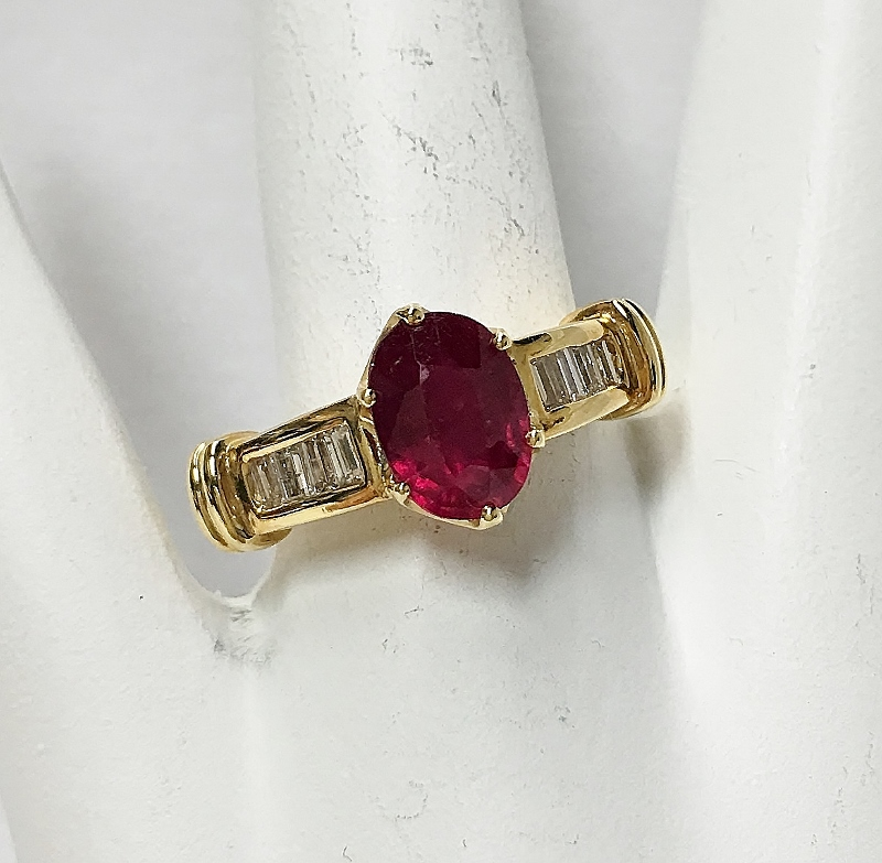 Glamorous 18K Yellow Gold Ruby and Diamond Ring