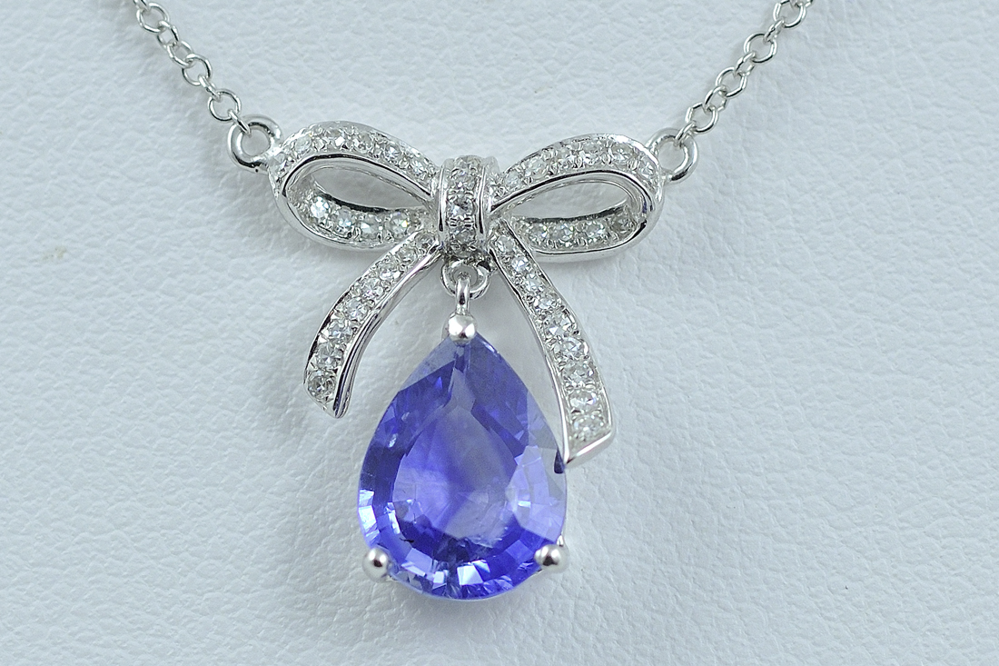2.50 Carats Sapphire and Diamond Necklace