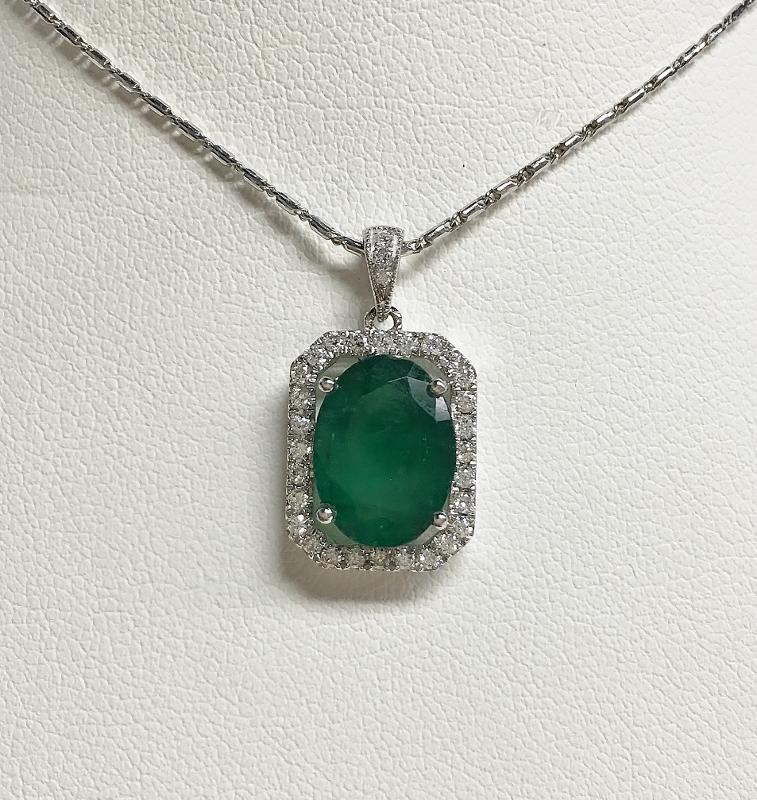 18K White Gold 2.5 Carats Emerald Diamond Pendant