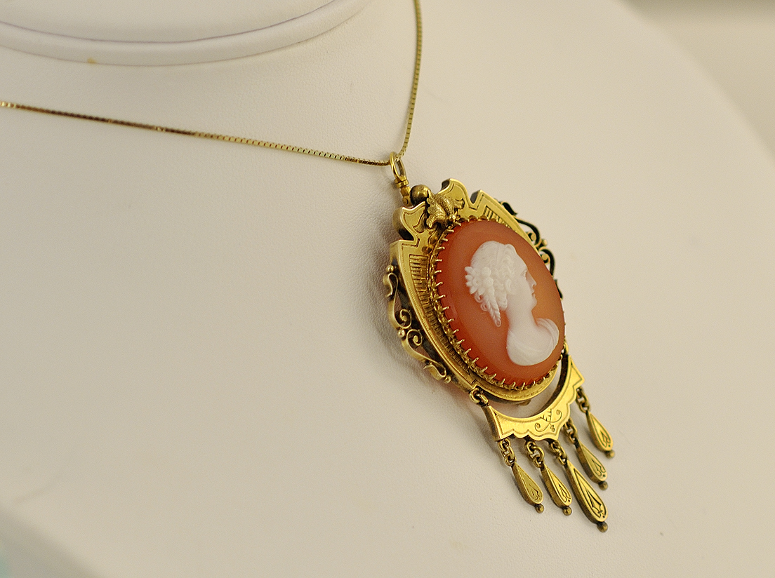 Estate - 14K Yellow Gold Agate Cameo Pendant/Brooch