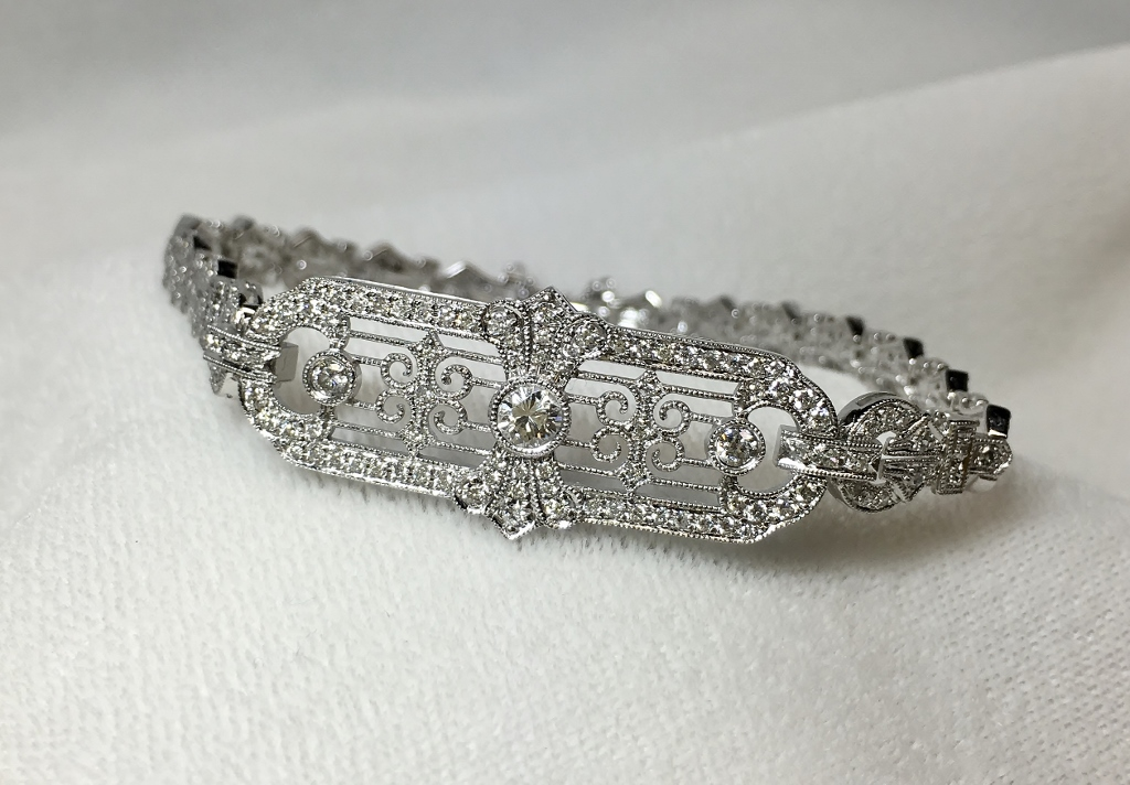 Antique Style White Gold 1.60 Carats TW Diamond Bracelet