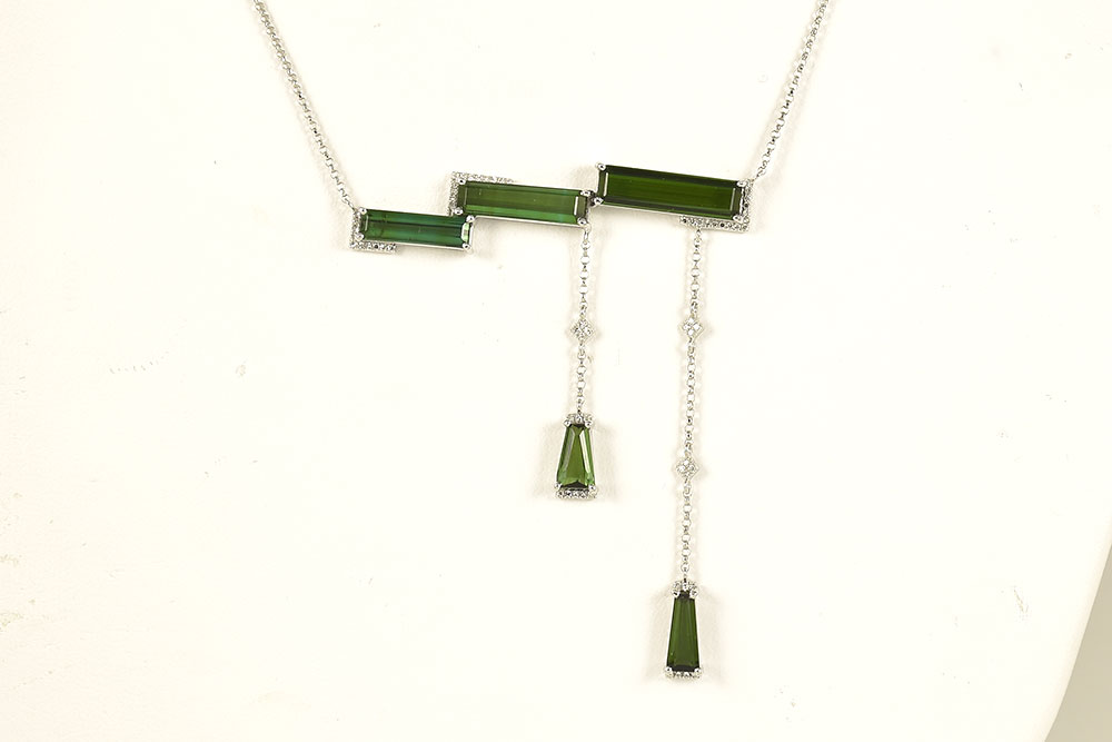 White Gold 7.75 Carats Green Tourmaline Diamond Necklace