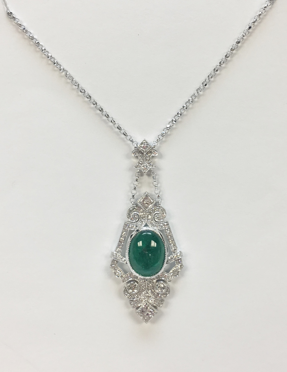 18K White Gold Antique Style 3.80 Carats Emerald Necklace