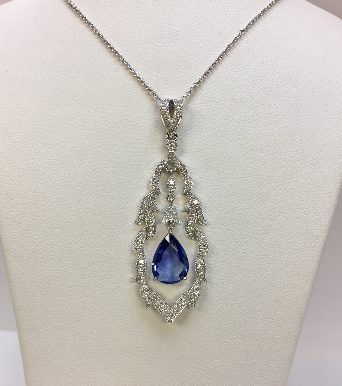 2 Carats Sapphire Diamond Pendant