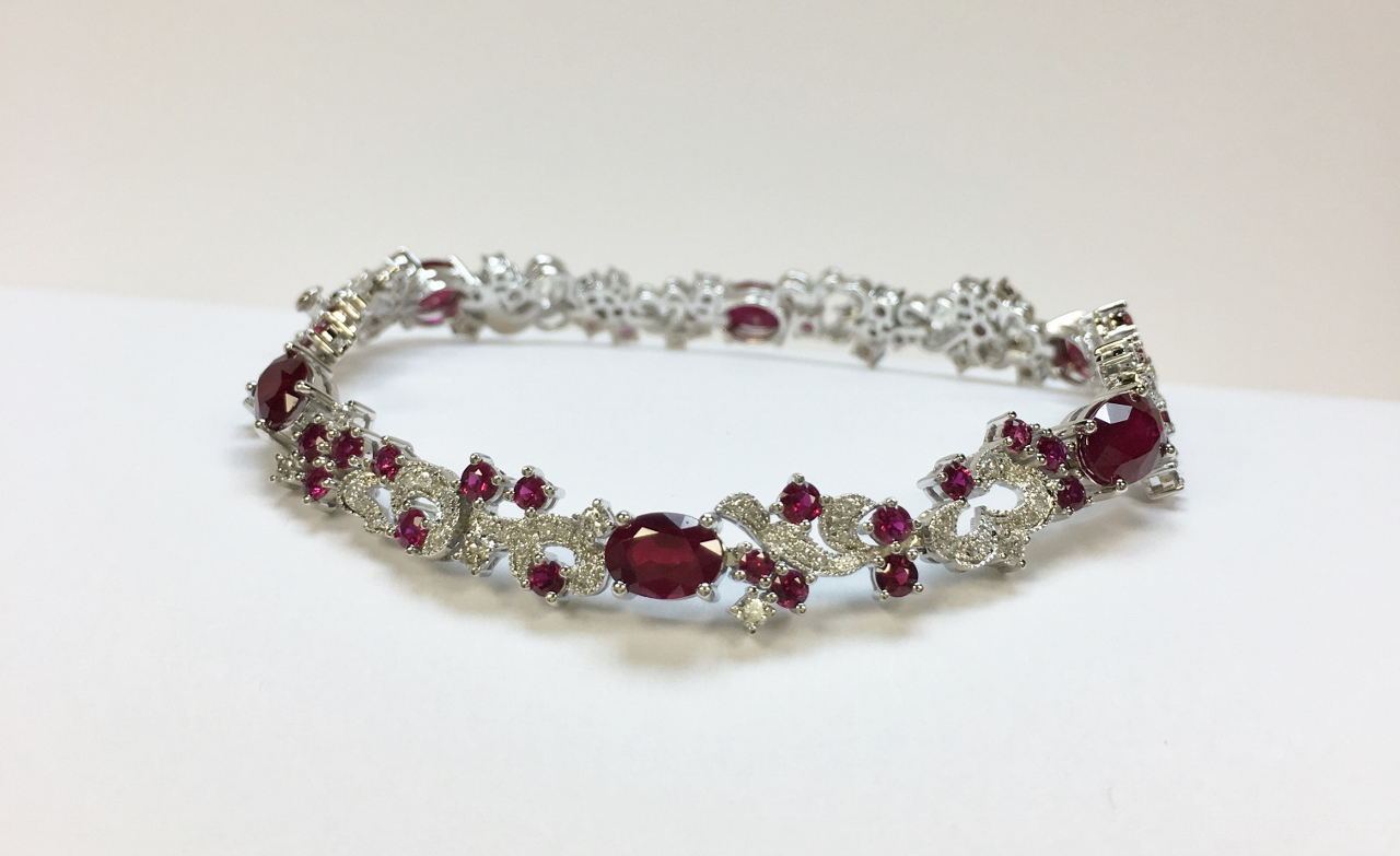 Over 9 Carats Total Weigh Ruby Diamond Bracelet