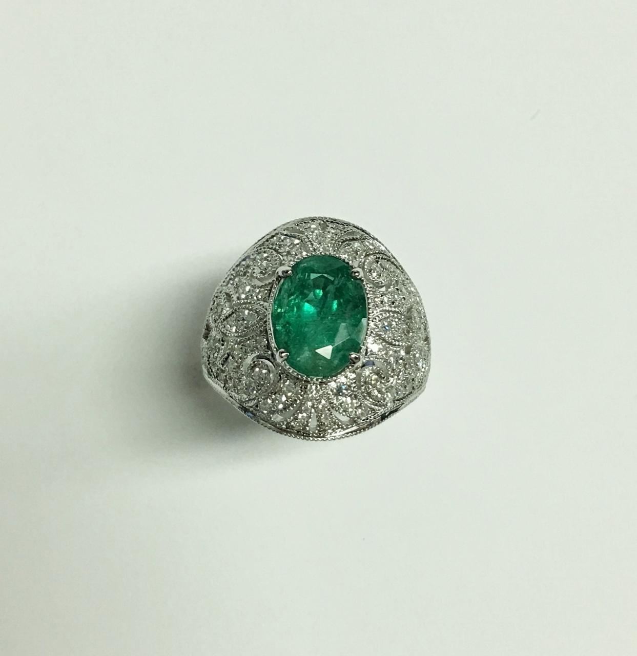 Beautiful 2.80 Carats Emerald Diamond Ring