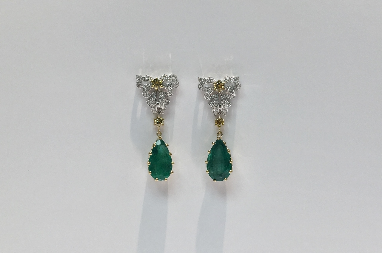6.5 Carats Emerald Diamond Earrings