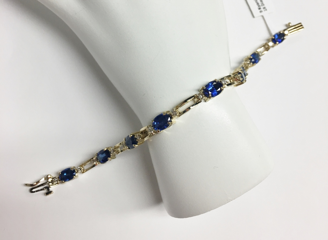 Over 8.5 Carats Kyanite Yellow Gold Bracelet