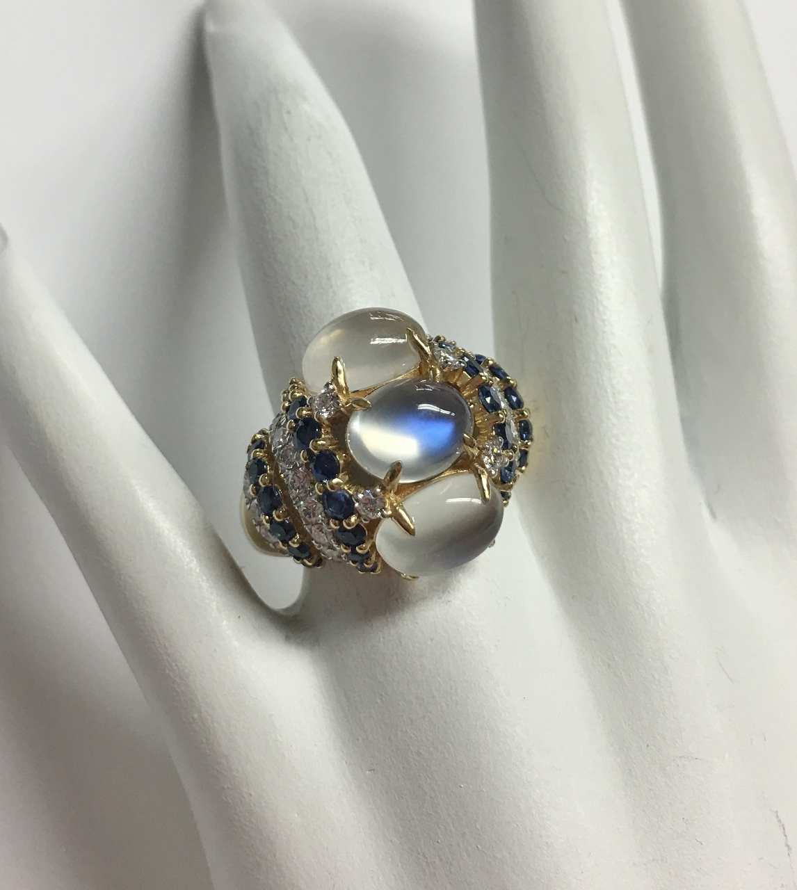 6 Carats Moonstone Yellow Gold Ring