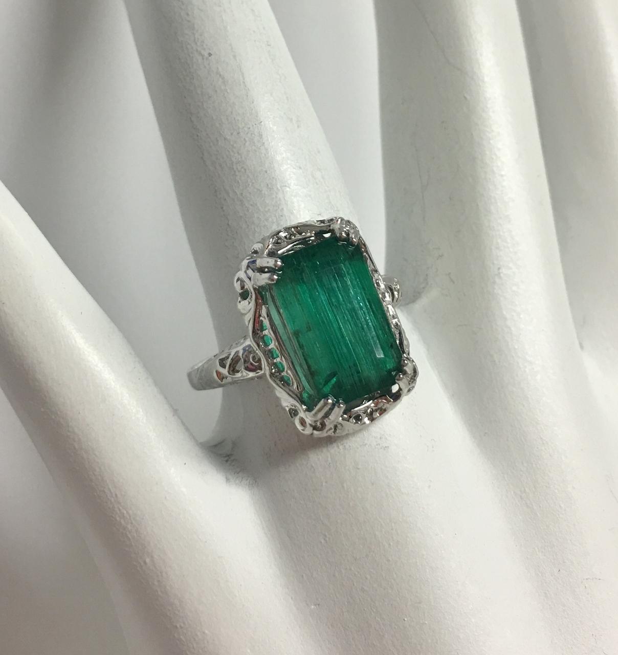 3.75 Carats Emerald Ring