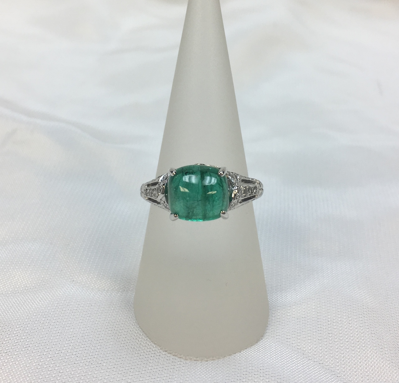3.90 Carats Cabochon Emerald Platinum Ring