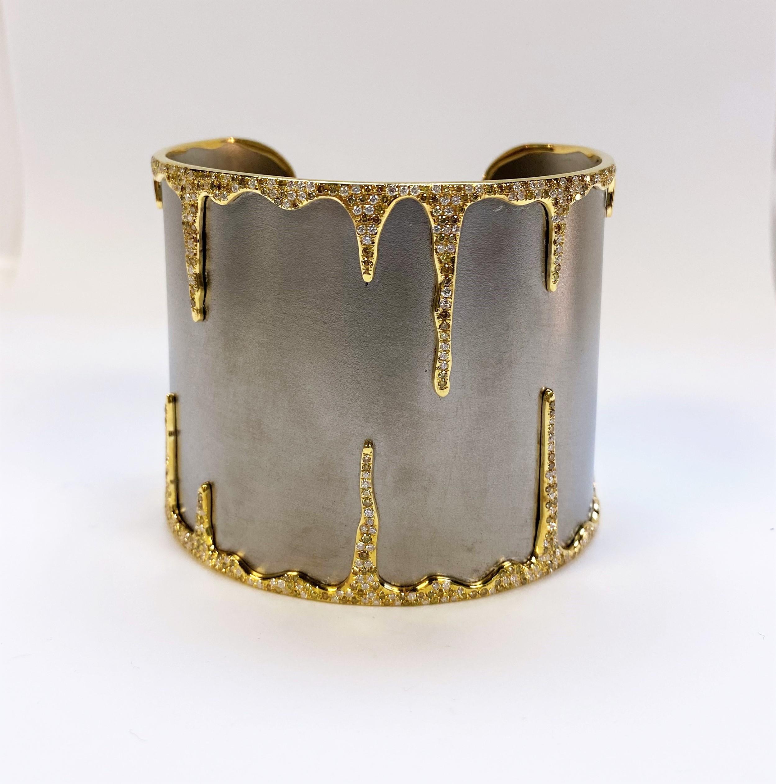 2.75 Carats Diamond Cuff
