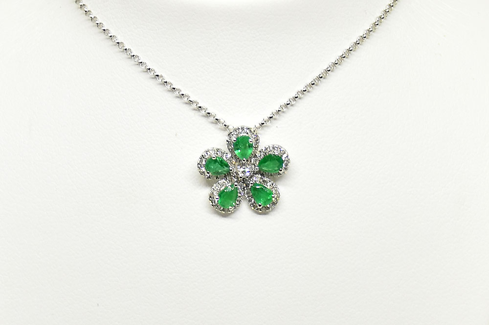 Floral Design Emerald Diamond Necklace