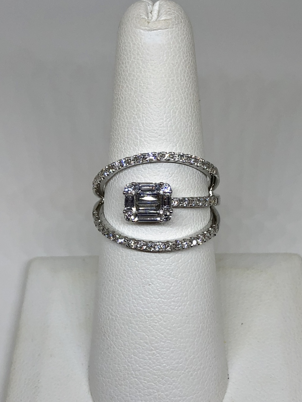 0.75 Carats Diamond Open-Style Ring