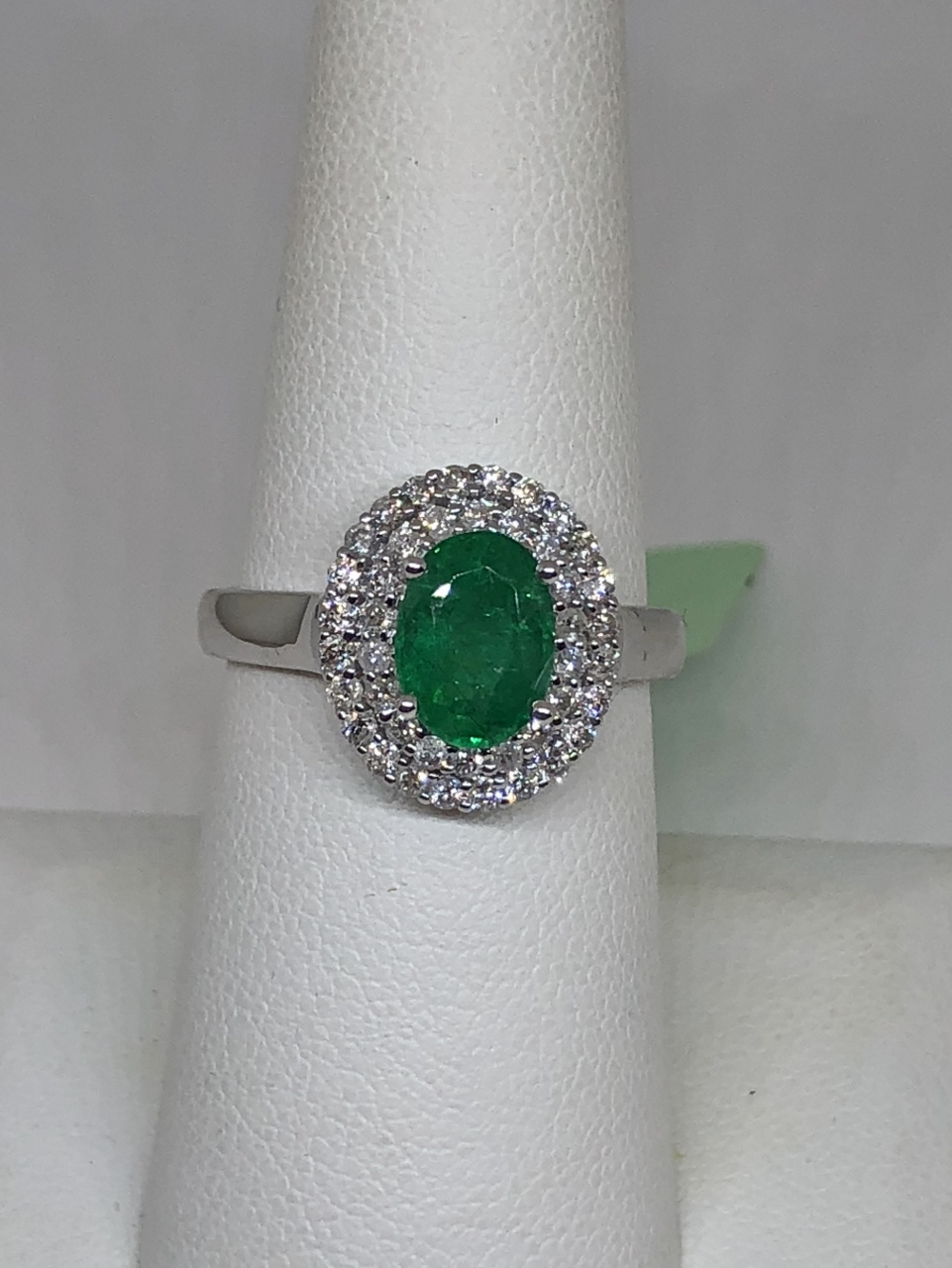 1.50 Carats Emerald Diamond Ring