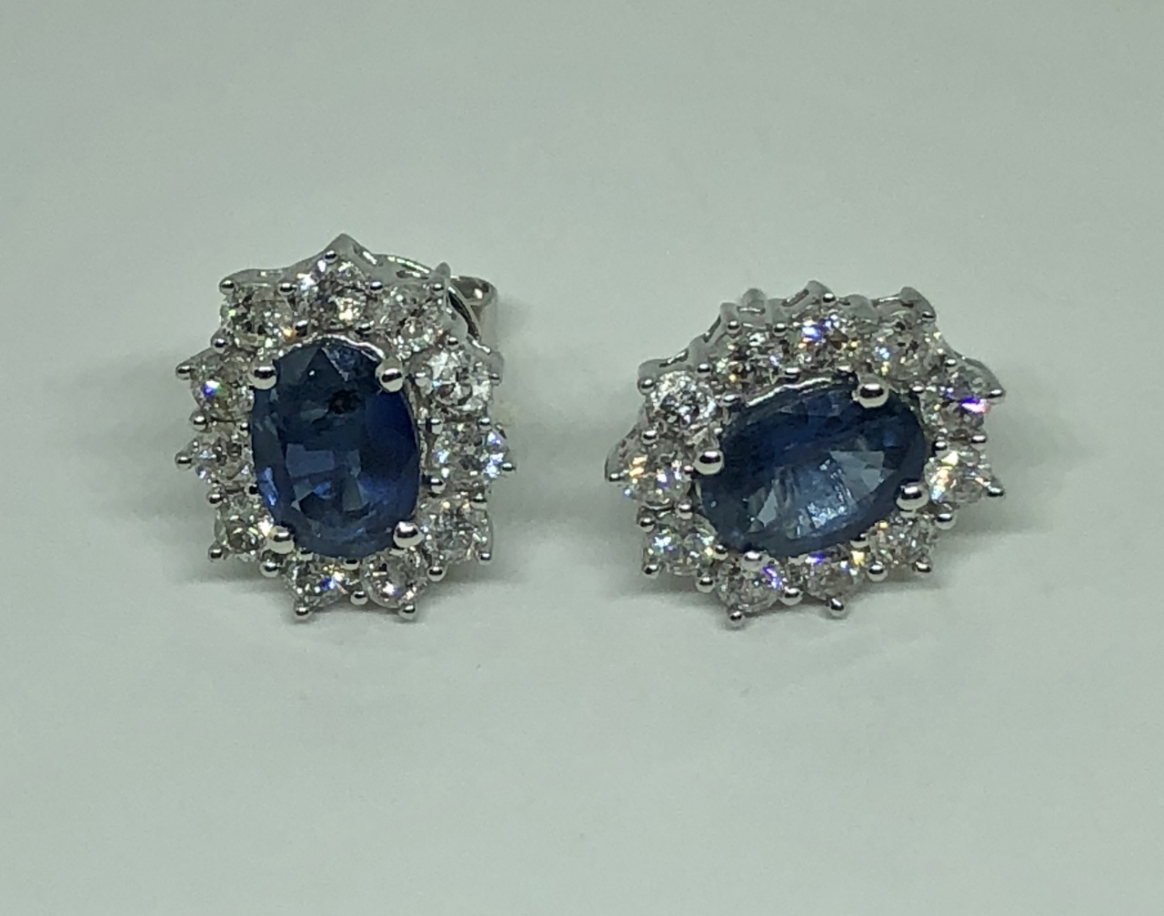 1.60 Carats Sapphire Diamond Earrings