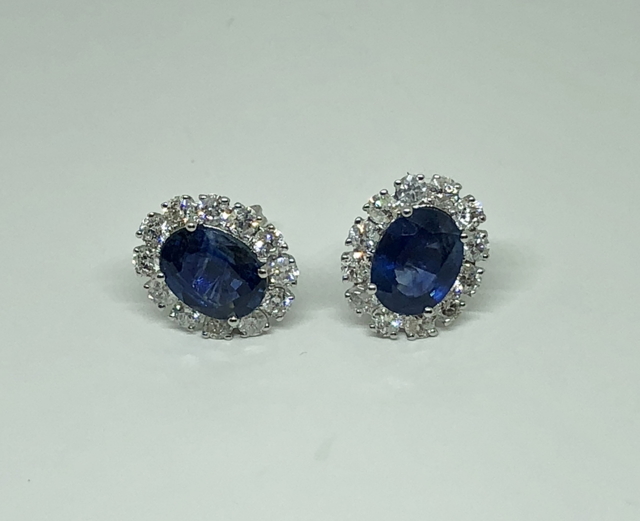 2.5 Carats Sapphire Diamond Earrings