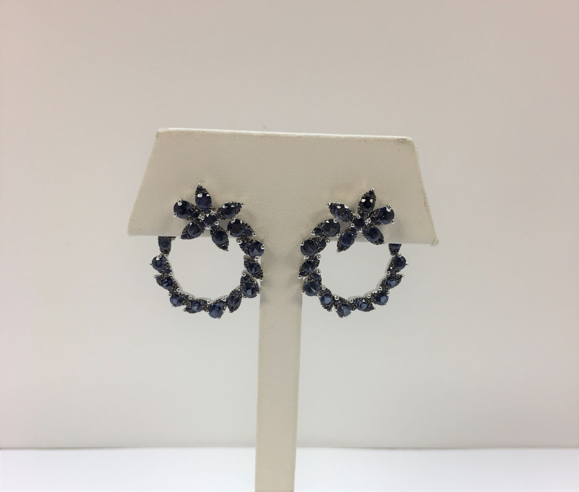 4 Carats Floral Design Sapphire White Gold Earrings