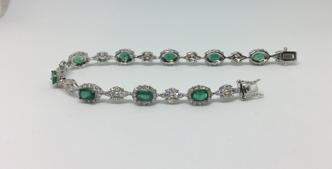 3.80 Carats Emerald & Diamond White Gold Bracelet