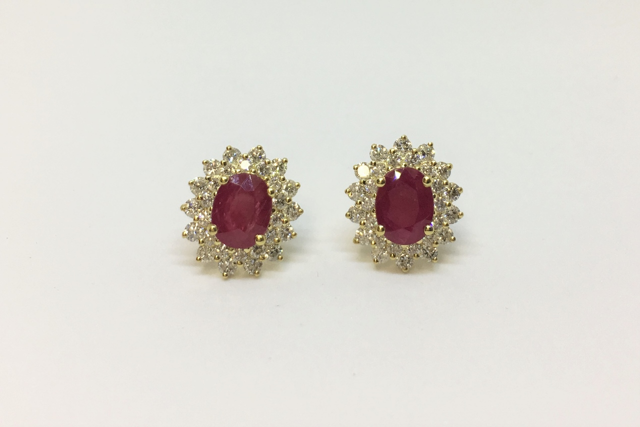 2.60 Carats Ruby Earrings In Yellow Gold