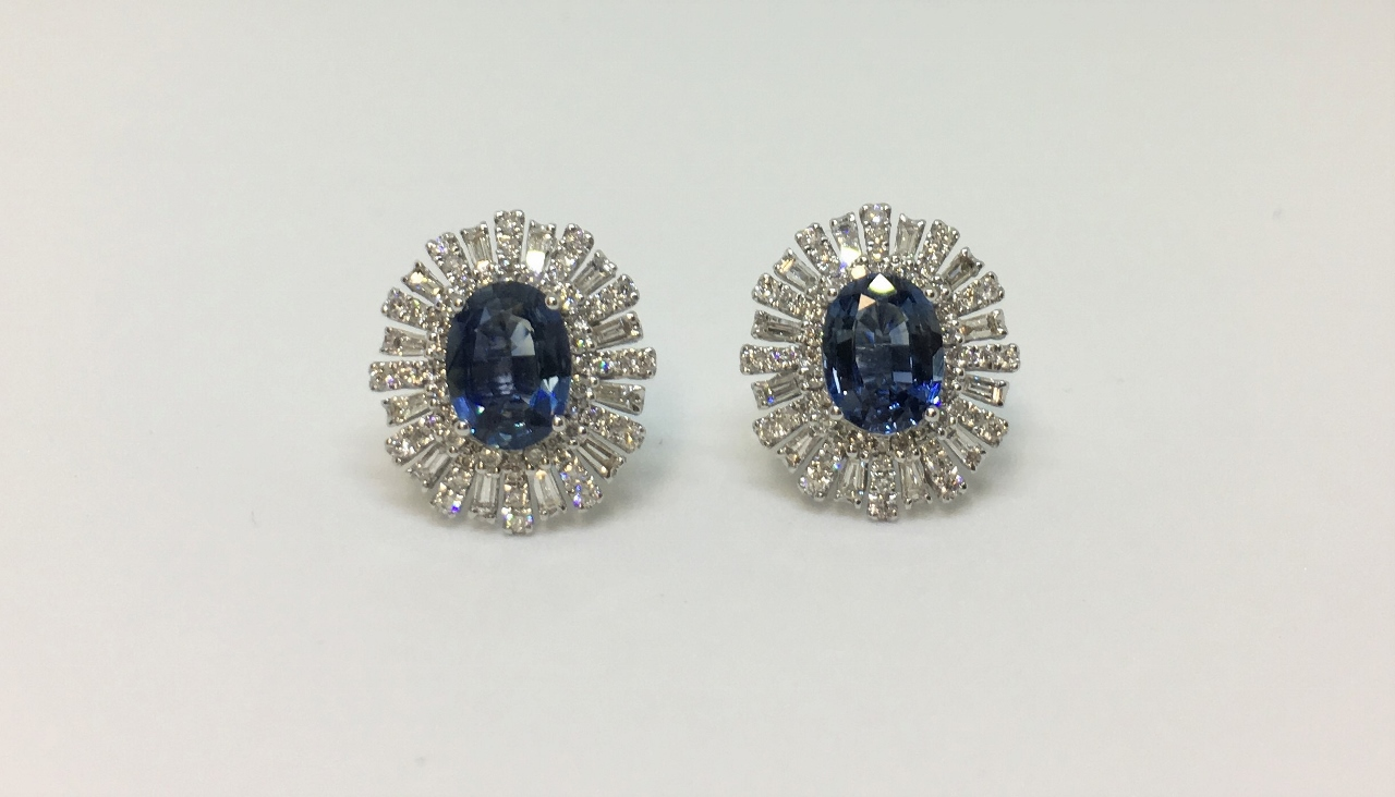 2.30 Carats Sapphire Earrings With Diamonds