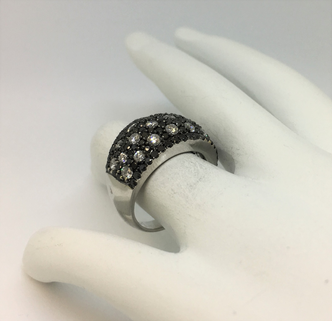 2.90 Carats Total Weight Black & White Diamond Band