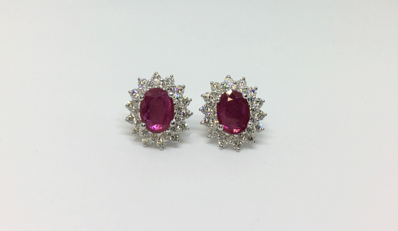 1.80 Carats Ruby Earrings In White Gold
