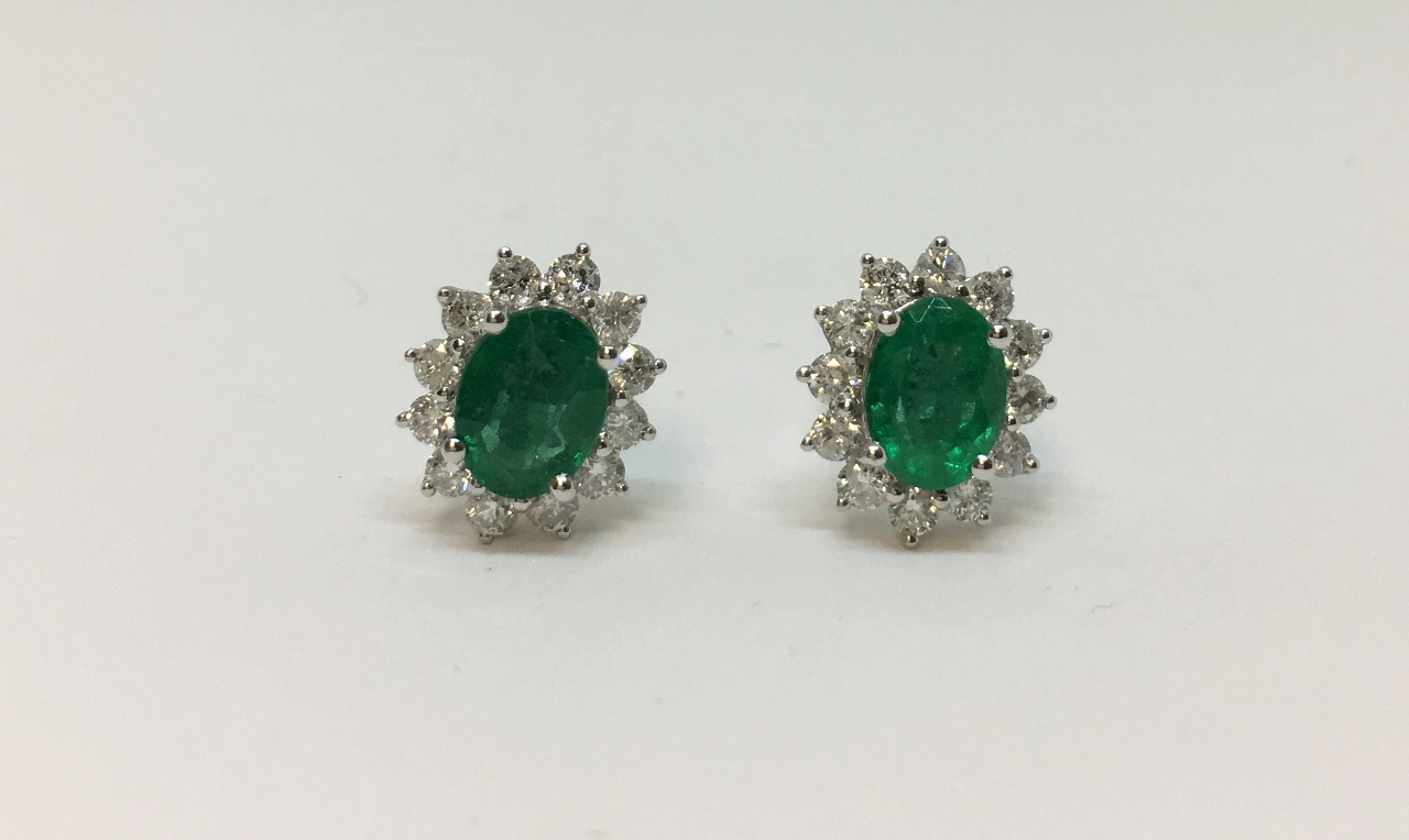2.5 Carats Emerald White Gold Diamond Earrings