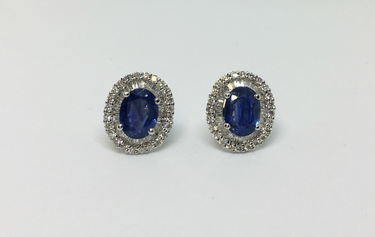 2.90 Carats Sapphire Diamond Earrings