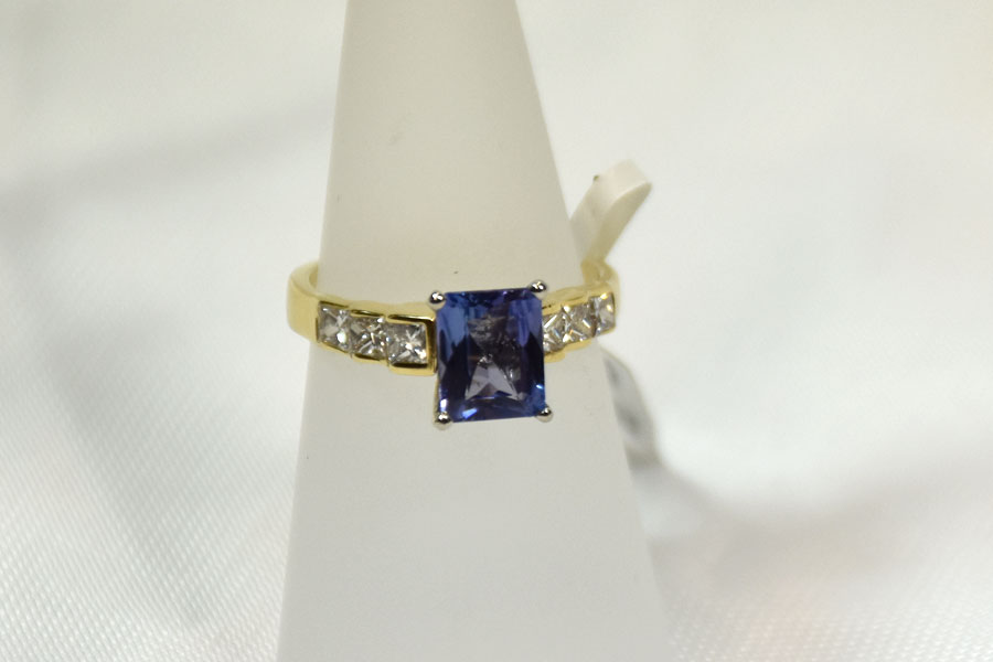 Sensational 14K Yellow Gold Tanzanite and Diamond Ring