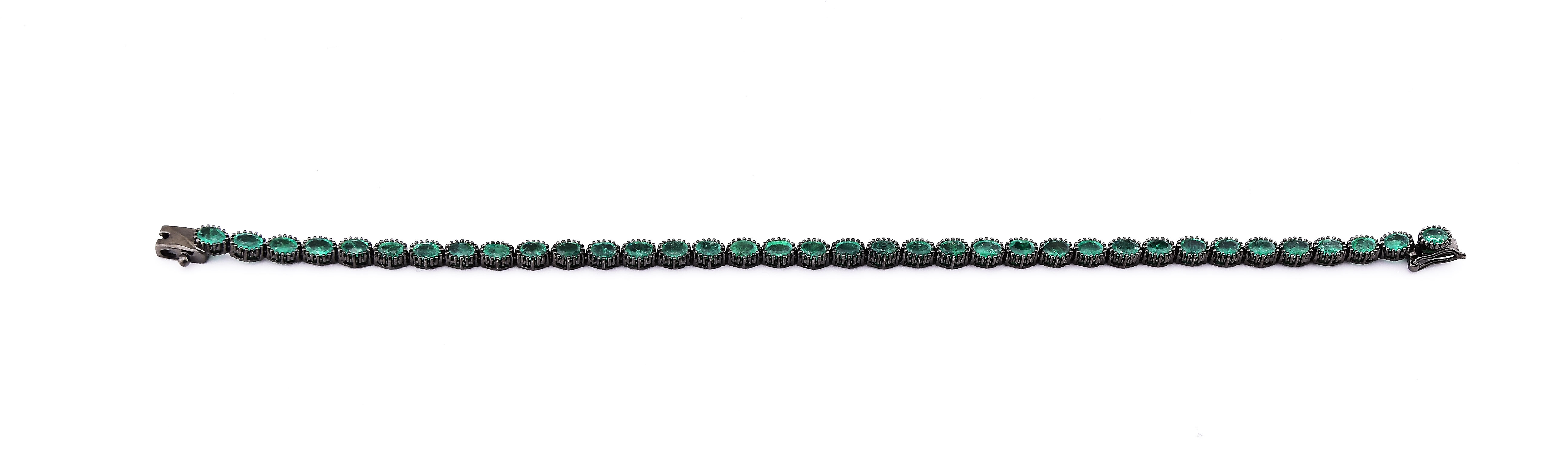 5.50 Carats Total Weight Emerald Bracelet