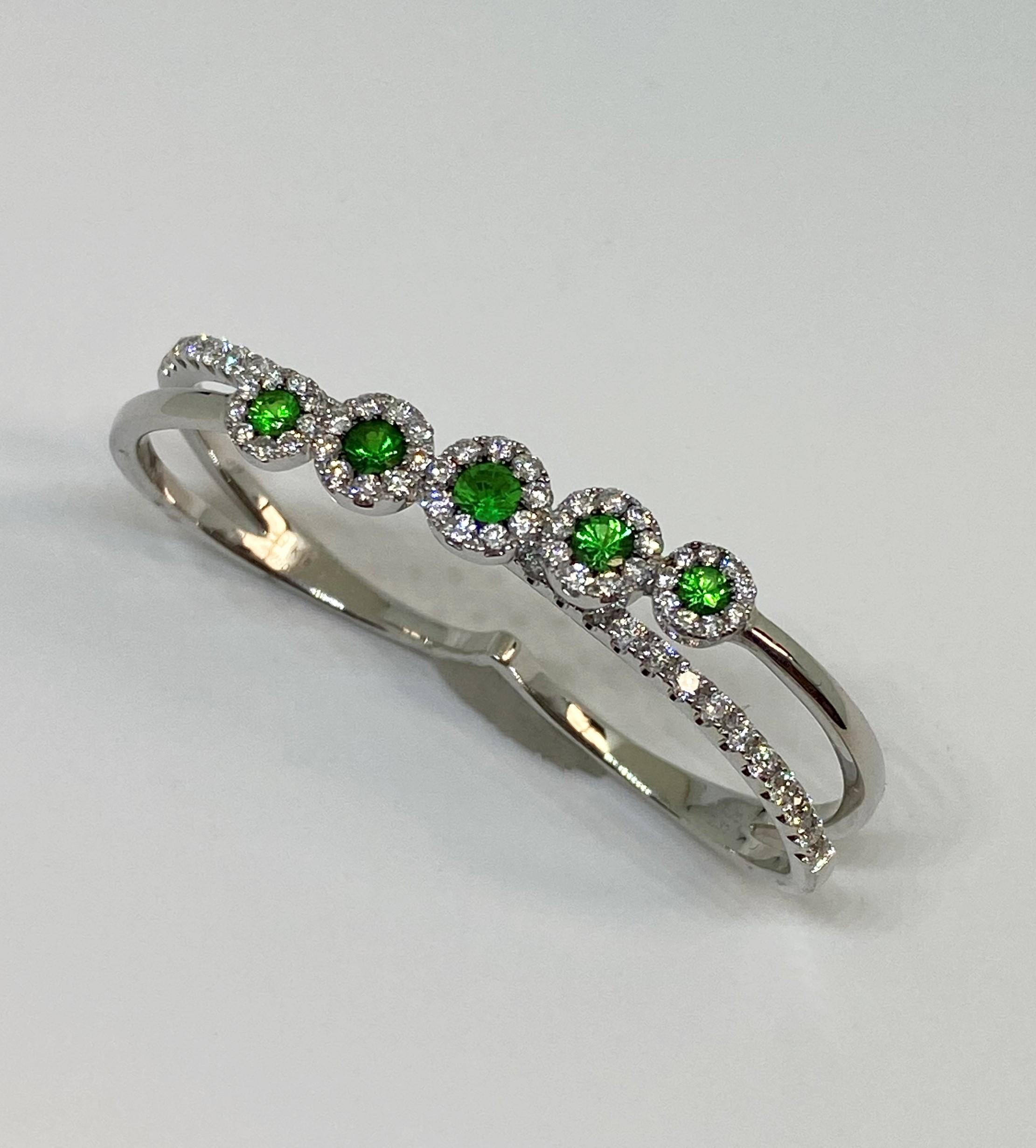 Green Garnet Double Finger Ring In White Gold
