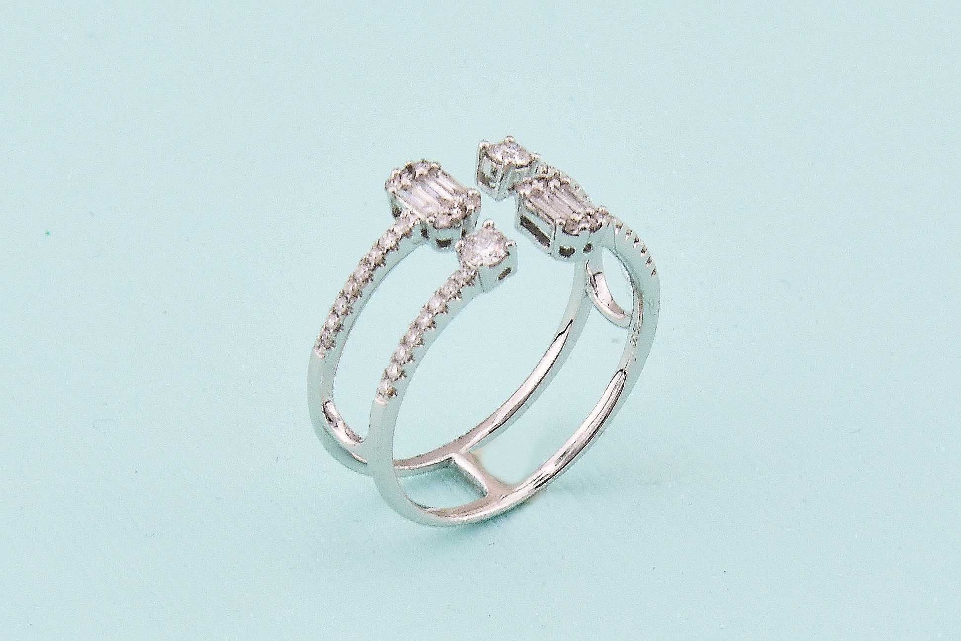 Stylish White Gold Open Diamond Ring