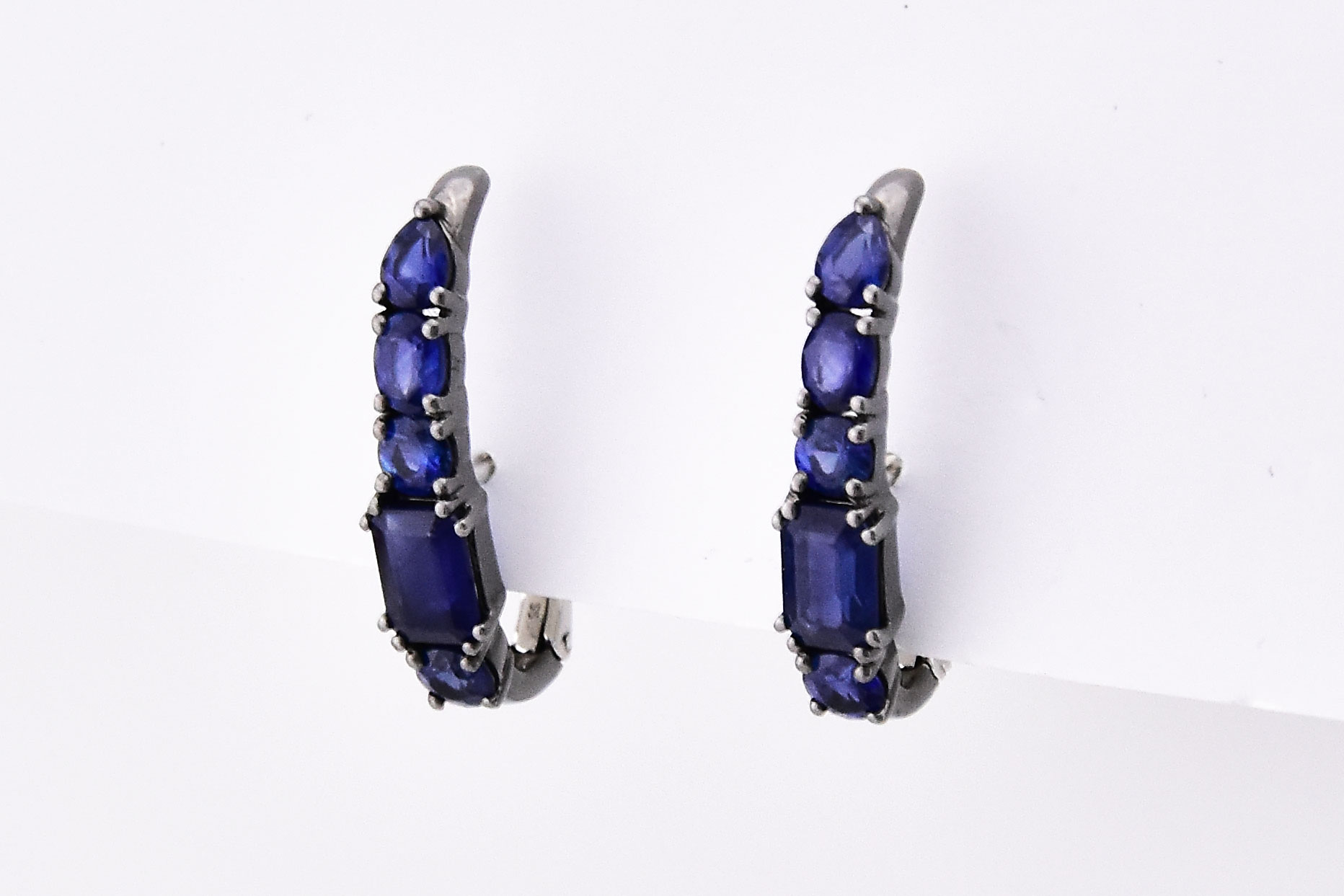 2.50 Carats Total Weight Sapphire Earrings