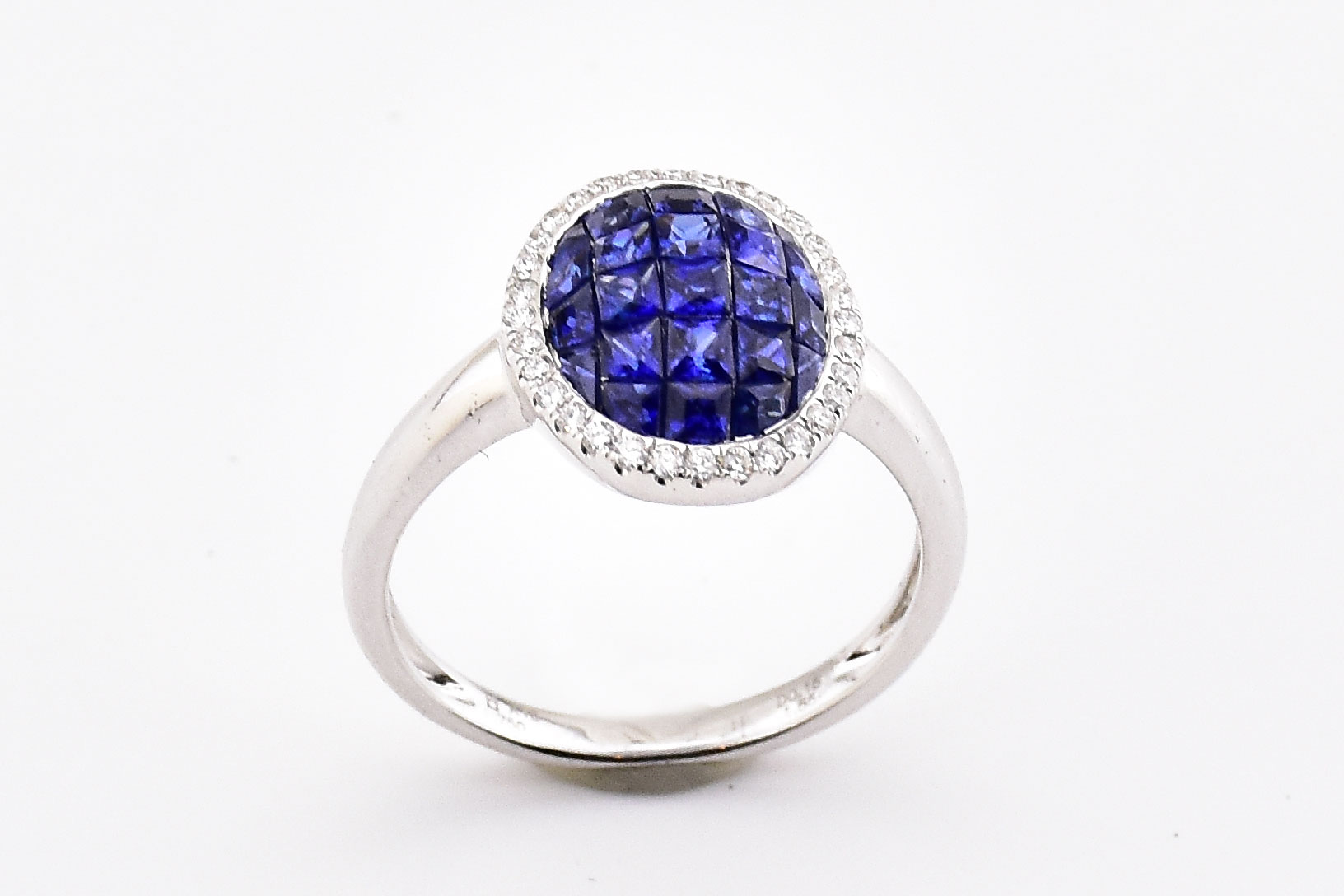 1.5 Carats Total Weight Sapphire Ring With Diamonds