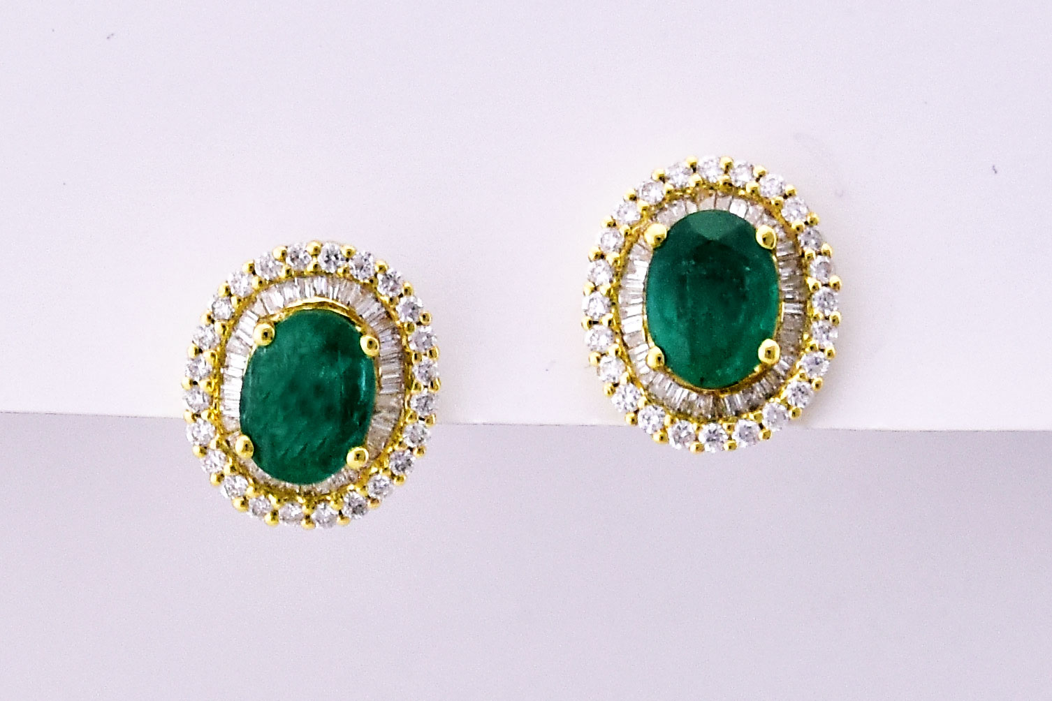 2 Carats Emerald Diamond Yellow Gold Earrings
