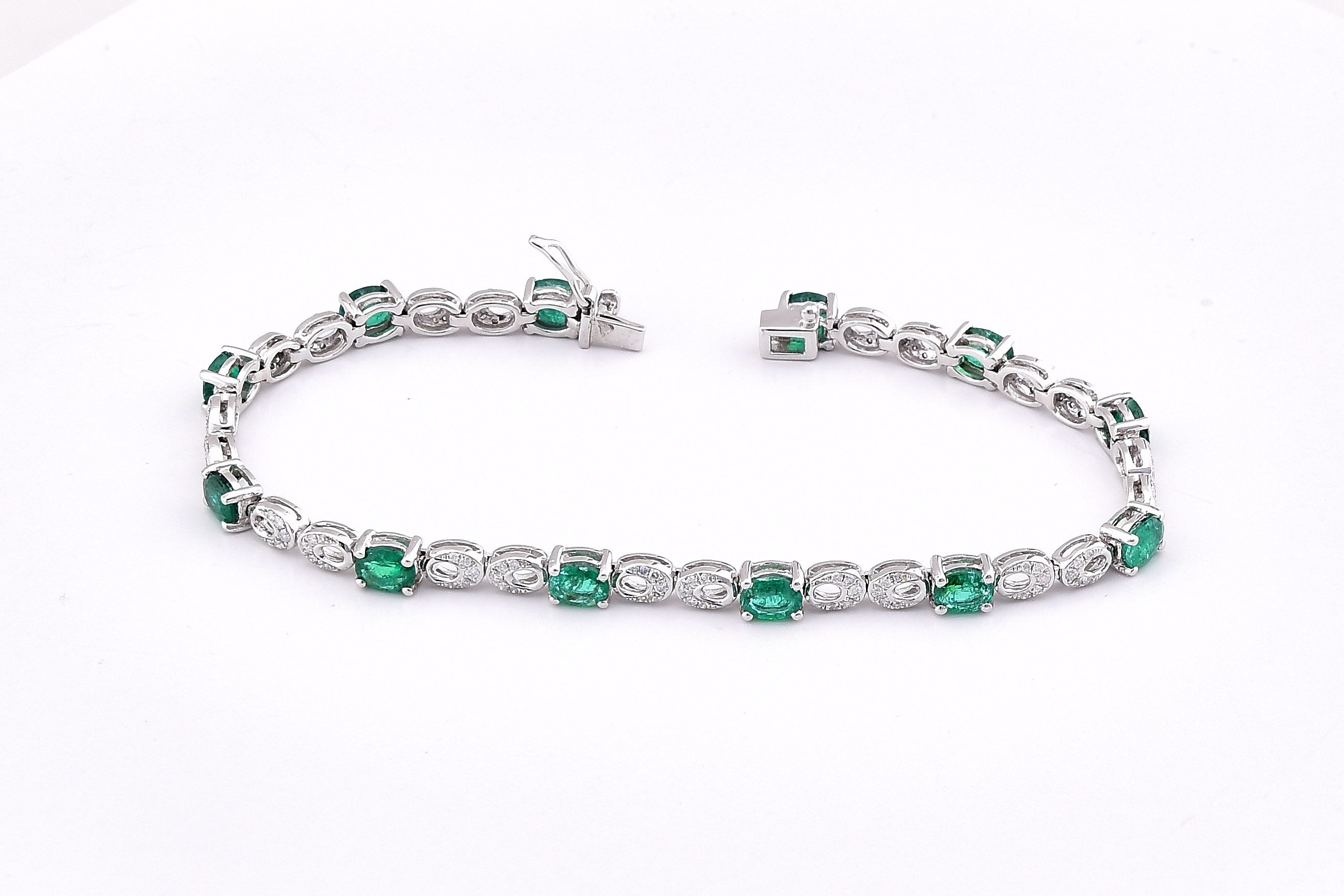 3.75 Carats Emerald Diamond Bracelet